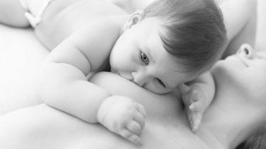 Different breastfeeding positions | Medela