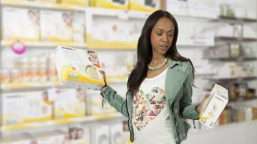 Mum with Medela Swing Maxi breast pump